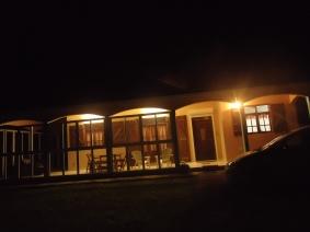 Maison éclairée la nuit